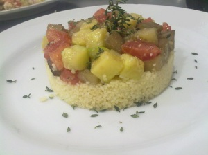 Couscous marroquino com legumes salteados